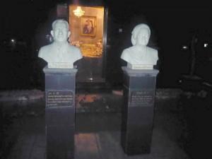 patung TD Pardede dan Hermina di halaman makam